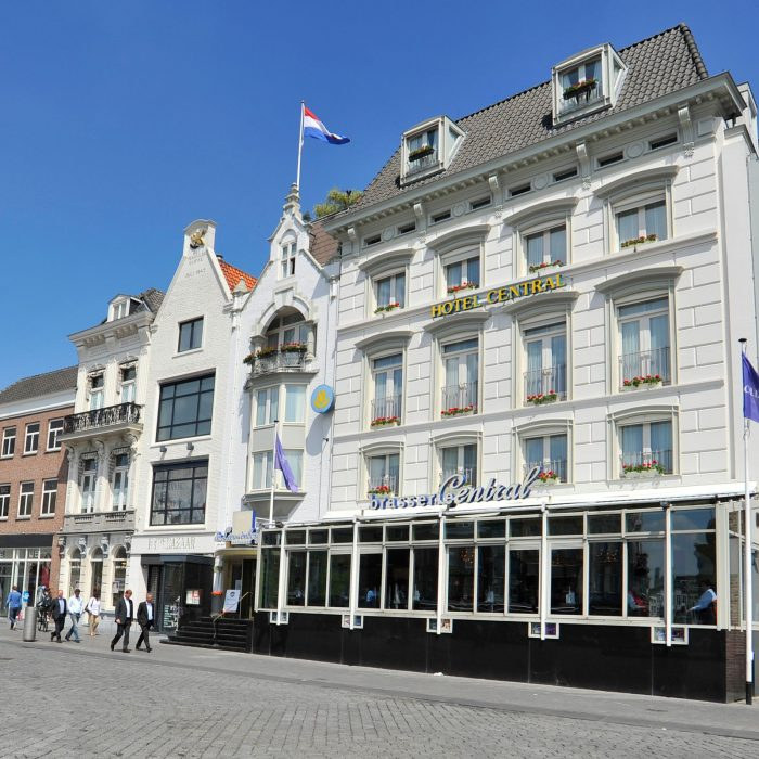 Golden Tulip Hotel Central Voorgevel marktzijde