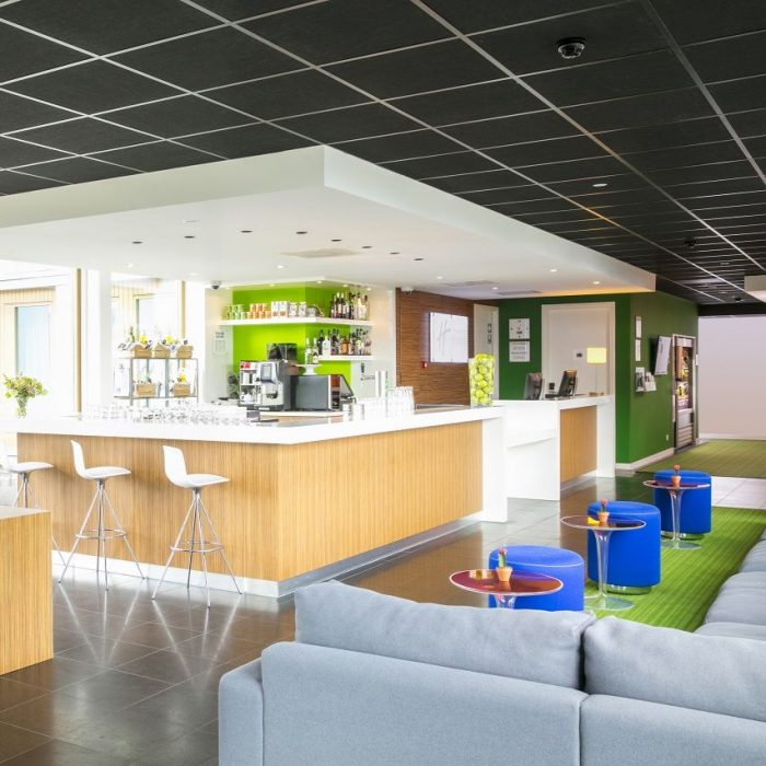 Holiday Inn Express Utrecht Lobby+bar